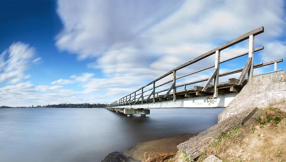 Pėsčiųjų tiltas per Širvėnos ežerą