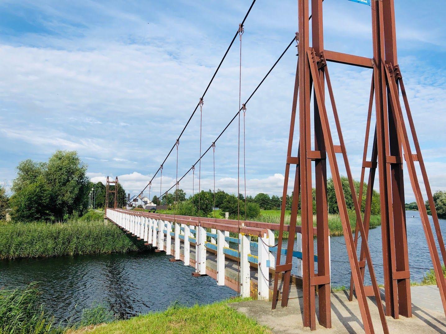 Rusnės kabantis tiltas per Pakalnės upę